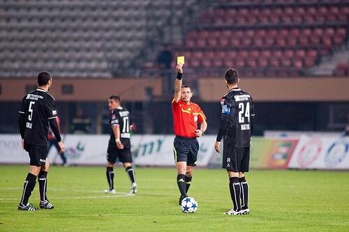 Pravila fudbala - Nesportska ponašanja