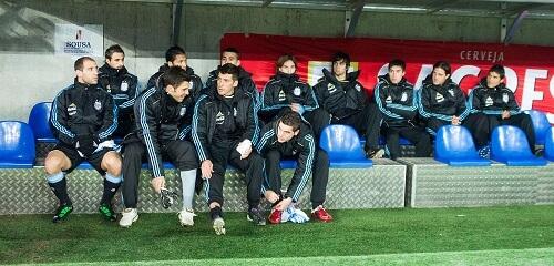 Pravila fudbala -Igrači, klupa sa rezervnim igračima