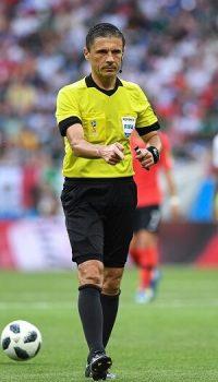 Pravila fudbala - Sudija